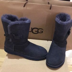 Ugg classic knot navy boots size 11 nwt